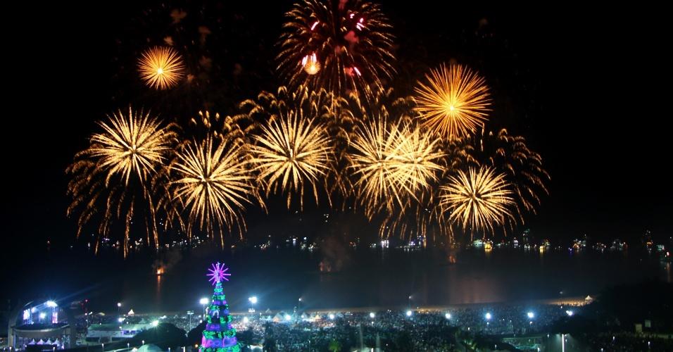 Queima de fogos na virada do ano iluminou o céu de Manaus