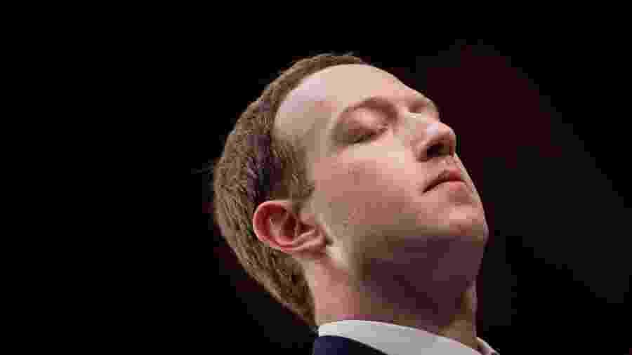Mark Zuckerberg suspira durante depoimento ao Senado americano - Brendan Smialowski/AFP