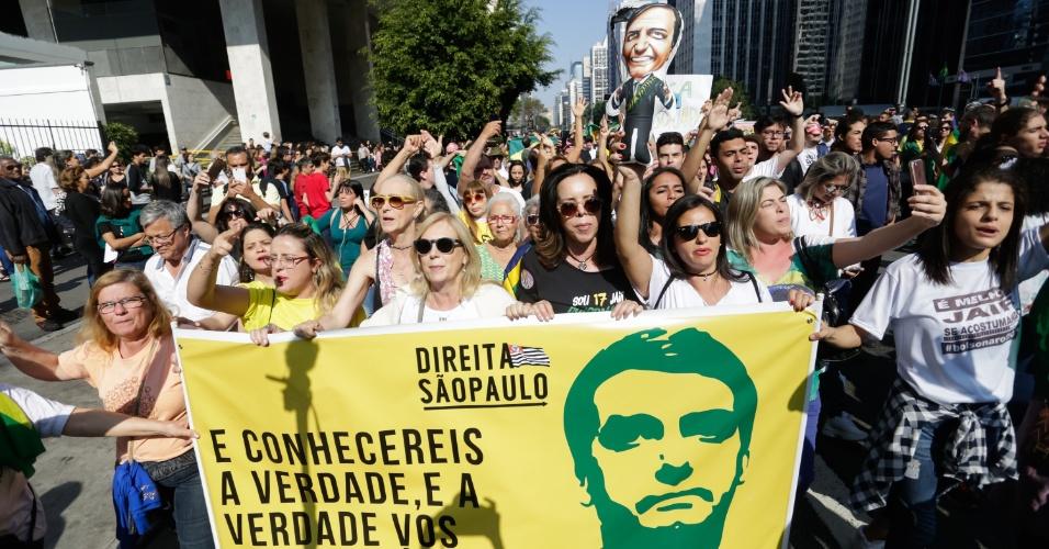 9.set.2018 - Manifestantes fazem ato em favor ao candidato à Presidência da Republica Jair Bolsonaro (PSL) na avenida Paulista, região central da cidade de Saão Paulo