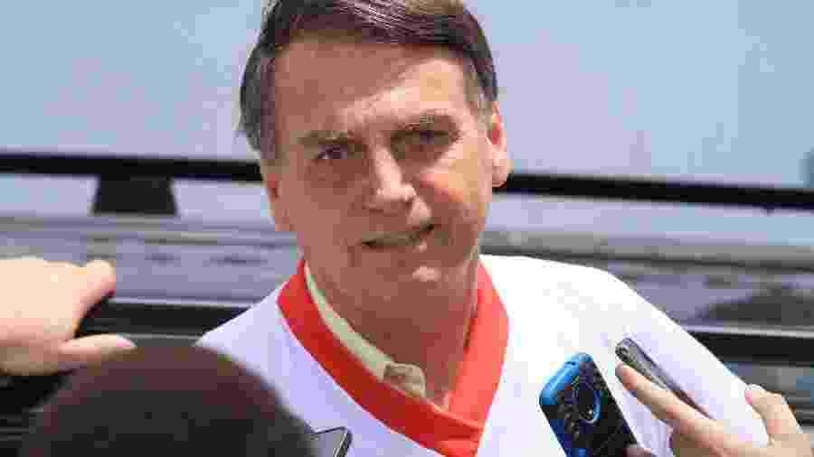 Bolsonaro concede entrevista ao sair da Escola de Educação Física do Exército, no Rio - José Lucena/Estadão Conteúdo