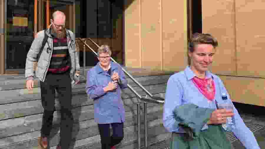 Rembertus Beerepoot (à esquerda) e Fanny Alida Beerepoot (à extrema direita na imagem) - ABC News