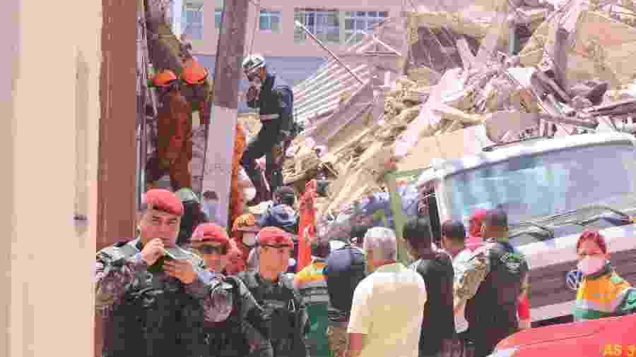 Equipes de resgate trabalham nos escombros do edifício Andréa, que desabou em Fortaleza - XANDY RODRIGUES/FUTURA PRESS/ESTADÃO CONTEÚDO