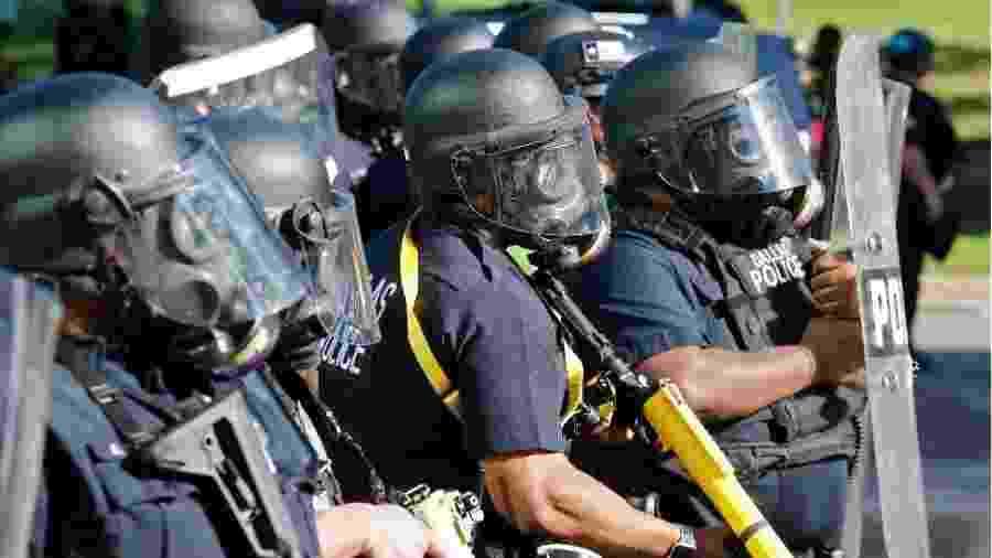 A proteção legal contra acusação para policiais é uma questão altamente controversa - EPA