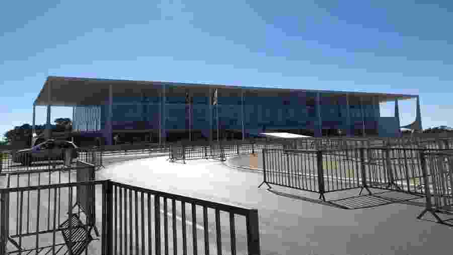 14.jun.2020 - Palácio do Planalto com reforço de grades para evitar possíveis depredações em manifestações - Luciana Amaral/UOL
