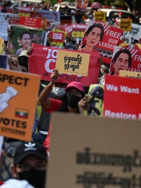 Manifestantes protestam contra golpe em Mianmar em ato em Yangon - Ye Aung Thu/AFP