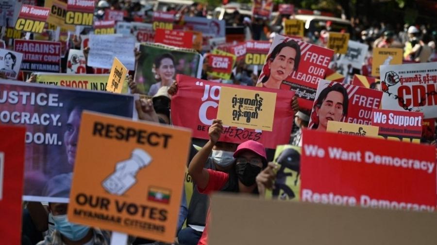 O Mianmar enfrenta uma onda de protestos contra golpe militar - Ye Aung Thu/AFP