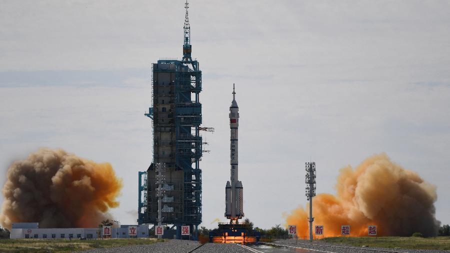 Momento do lançamento da missão Shenzhou-2  - Greg Baker/AFP