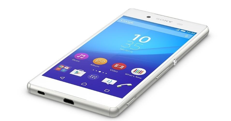 10.ago.2015 - 10.ago.2015 - A Sony confirma a chegada do Xperia Z3+ ao mercado brasileiro. Apesar das poucas mudanças em relação ao seu antecessor, o preço do smartphone é um pouco mais salgado [R$ 2.999]. A tela é a mesma, o design é o mesmo, e o software é basicamente o mesmo do Xperia Z3. As maiores diferenças estão no processador Snapdragon 810 mais potente, e na bateria ligeiramente menor de 2.930 mAh