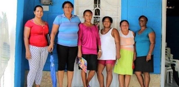 25.mai.2016 - Mulheres tiveram de abandonar seus locais de origem devido à violência, se organizaram e buscaram fundos para erguer moradias em subúrbio da cidade colombiana de Turbaco