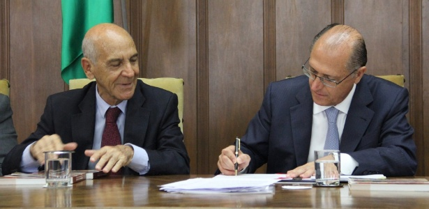 O então secretário da Justiça e da Defesa da Cidadania, Aloisio de Toledo César, ao lado do governador Geraldo Alckmin (PSDB)