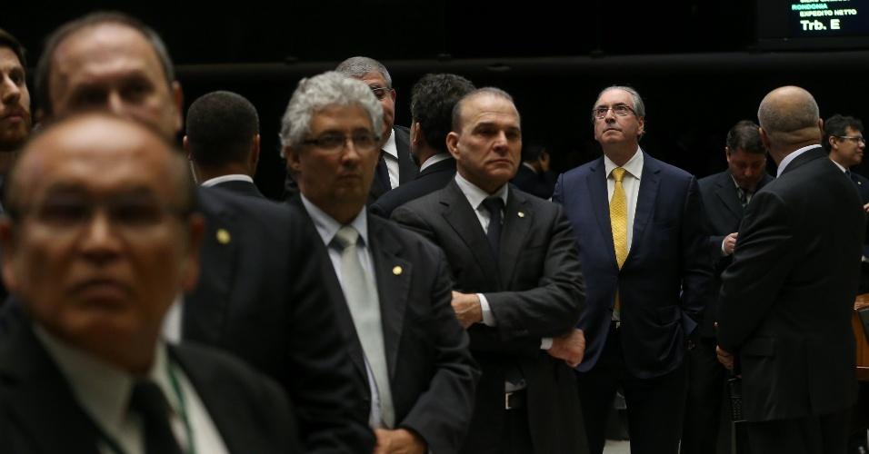 12.set.2016 - Após apresentar sua defesa à Câmara, o deputado afastado Eduardo Cunha (PMDB-RJ) acompanha do plenário a sessão que deverá votar o pedido de cassação de seu mandato. No momento, deputados discursam contra e a favor do ex-presidente da Câmara. Há 39 parlamentares inscritos para falar por até cinco minutos cada