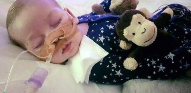 Charlie, filho de Connie Yates e Chris Gard, começou a perder peso e força com seis semanas de vida