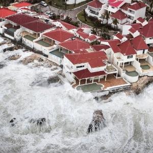 Ilha de Saint Martin ficou destruída após passagem do Irma