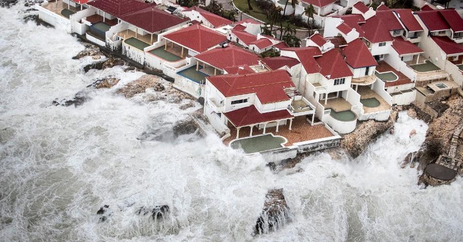 6.set.2017 - Cenas de destruição na área holandesa da ilha de Saint Martin após a passagem do furacão Irma