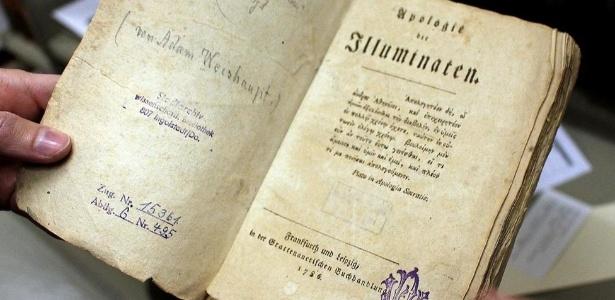 Apologie der Illuminaten, obra de 1786 escrita por Weishaupt, na qual defende criação dos Illuminati pouco depois do seu exílio da cidade