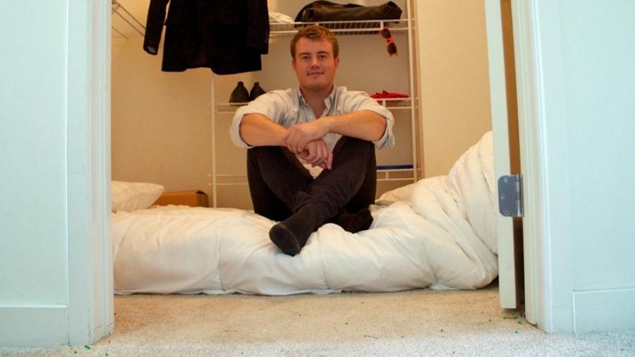Mathias passou três meses dormindo nesse armário - Mathias Mikkelsen
