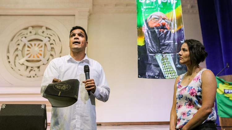 Daciolo supreendeu Patrícia Lima, filha adotiva de Enéas Carneiro, ao desistir de assumir o comando do Prona  - Daniel Texieira/Estadão Conteúdo