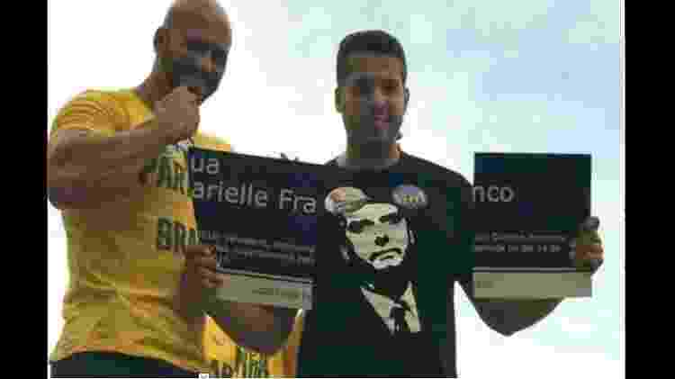 Daniel Silveira, quando candidato em 2018,quebrou placa com o nome da ex-vereadora assassinada Marielle Franco - Reprodução/Twitter - Reprodução/Twitter