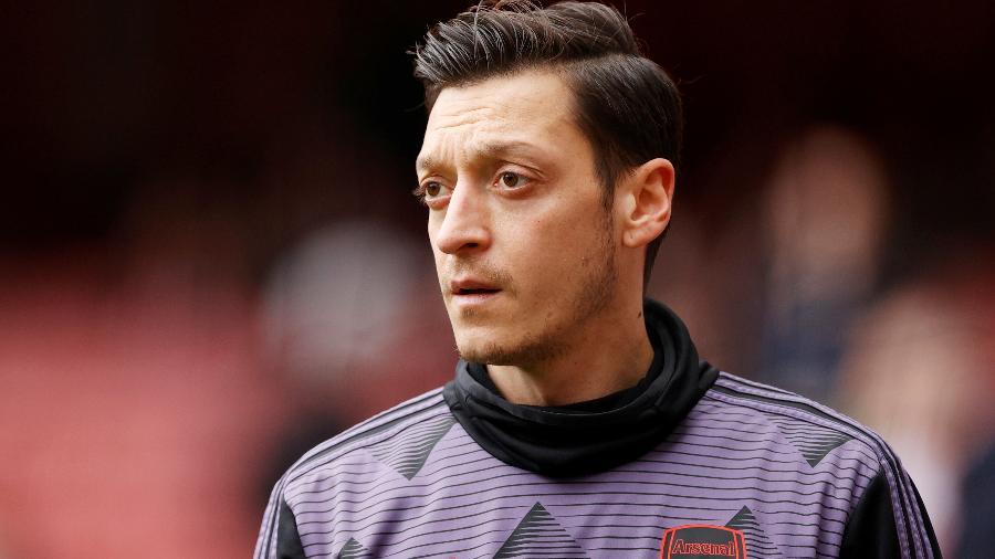 O meia Mesut Ozil pode deixar o Arsenal e atuar pelo Basaksehir, da Turquia - JOHN SIBLEY