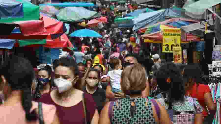 10.junho.2020 - Movimentação intensa no 10º dia de reabertura de parte do comércio na Rua Marechal Deodoro no centro de Manaus (AM).  - EDMAR BARROS/FUTURA PRESS/ESTADÃO CONTEÚDO