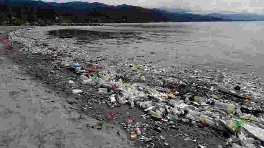 Praias da cidade de Omoa acumulam embalagens e garrafas plásticas - Secretaria de Recursos Naturais e de Ambiente de Honduras