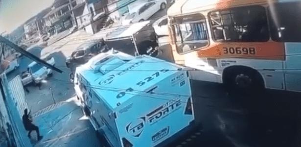Veja vídeo   BA: quadrilha ataca carro-forte em Salvador