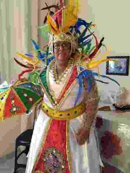 A costureira Enely da Silva vai deixar de arrecadar R$ 16 mil com o Galo da Madrugada - Arquivo Pessoal - Arquivo Pessoal