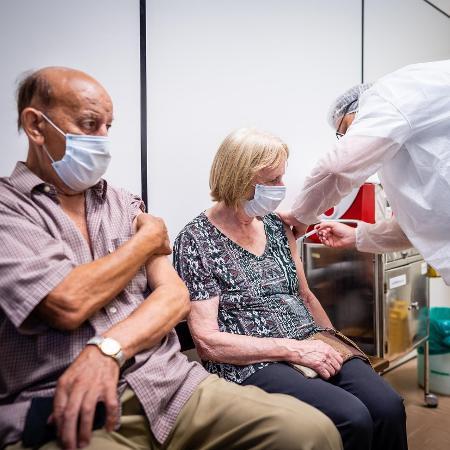 Idosos são prioridade na vacinação contra a covid-19 - 16.fev.2021 - Cesar Lopes/PMPA