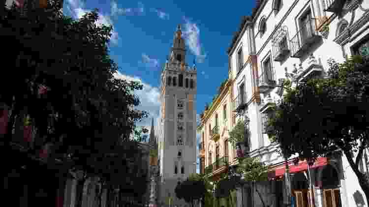 O bar leva o nome da torre Giralda da Catedral de Sevilha - AFP via Getty Images - AFP via Getty Images