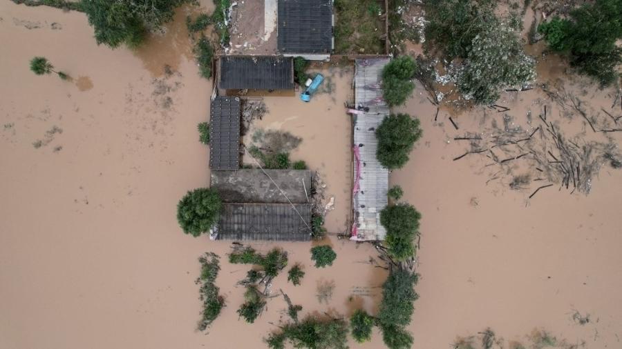 Temporal retira 120 mil pessoas de suas casas na China - STR / AFP