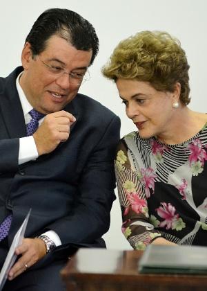 A presidente Dilma Rousseff e o ministro das Minas e Energia, Eduardo Braga (PMDB)