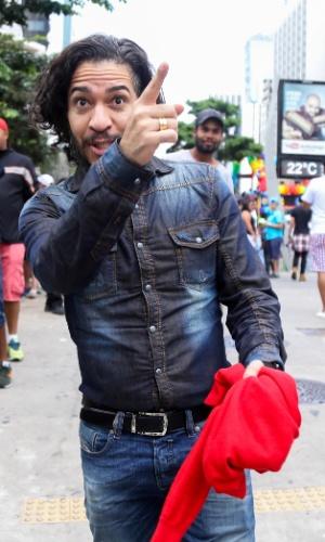 29.mai.2016 - O deputado federal Jean Wyllys (PSOL-RJ) participa da 20ª Parada do Orgulho LGBT, em São Paulo, neste domingo. O tema desta edição é