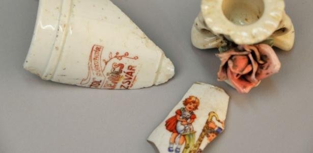 Xícara quebrada encontrada em 1967. Ela pertenceu a um dos milhares de judeus mortos em Auschwitz