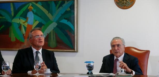 Renan Calheiros (e) tem feito críticas públicas ao governo Temer