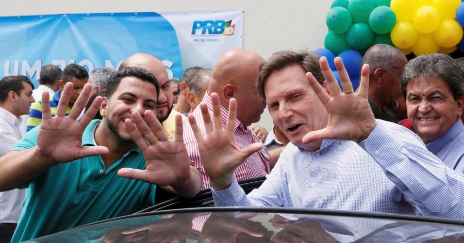 3.out.2016 - Após avançar para o segundo turno das eleições para prefeito do Rio de Janeiro, Marcelo Crivella (PRB) se reuniu com correligionários para traçar a estratégia para o restante da campanha