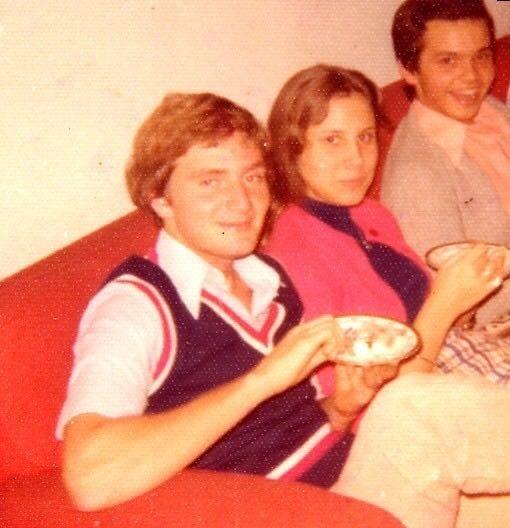 Marcelo Crivella posa para foto ao lado da mulher, Sylvia Jane, na década de 1970