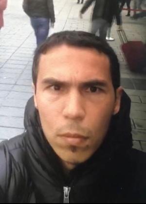Foto divulgada pela polícia da Turquia e pela agência de notícias Dogan mostra o homem suspeito de ser o atirador da boate Reina, em Istambul