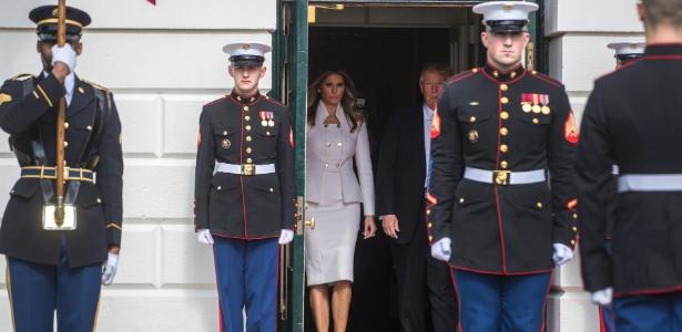 15.fev.2017 - A primeira-dama Melania e o presidente Donald Trump aguardam a chegada do premiê israelense Benjamin Netanyahu, na Casa Branca, em Washington