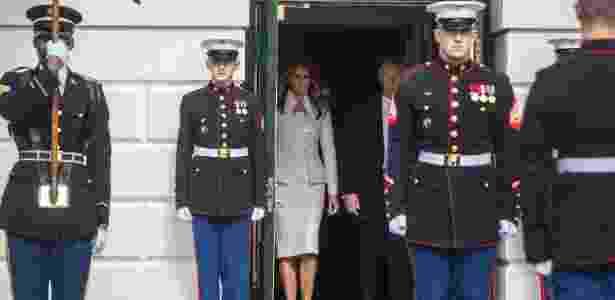 15.fev.2017 - A primeira-dama Melania e o presidente Donald Trump aguardam a chegada do premiê israelense Benjamin Netanyahu, na Casa Branca, em Washington - Stephen Crowley/The New York Times