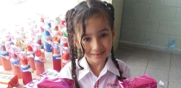 A menina Ana Vitória, de 6 anos, foi baleada em frente de casa, na zona leste de SP