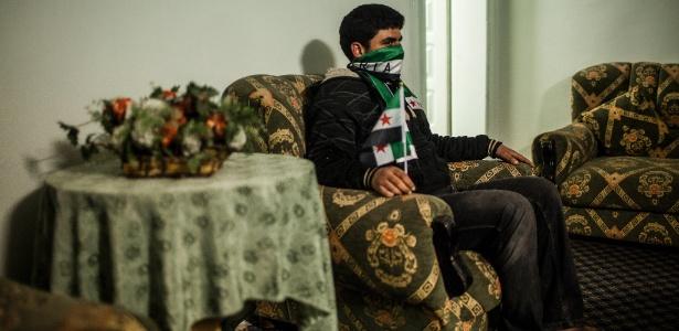 Jovem sírio que foi preso e torturado pelo serviço de segurança do presidente Bashar Assad, em Ramtha, na Jordânia