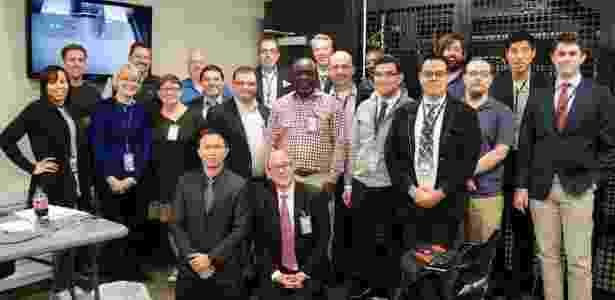 """12.nov.2015 - Grupo que participou de uma """"cerimônia da chave"""" do sistema DNS em instalação da Icann, nos EUA; salas recebem forte proteção de segurança - Divulgação/Icann - Divulgação/Icann"""