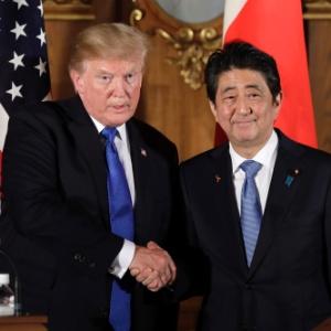 Shinzo Abe, declarou apoio, neste sábado, ao ataque dos Estados Unidos, Reino Unido e França às instalações de armas químicas na Síria