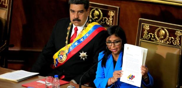 24.mai.2018 - Vice-presidente Delcy Rodríguez ao lado de Nícolas Maduro - REUTERS/Marco Bello
