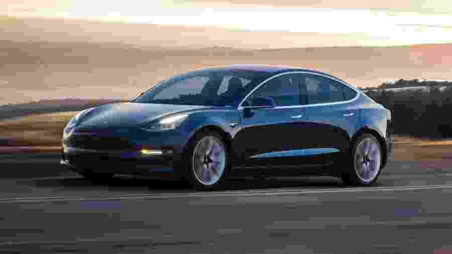 Model 3, da Tesla, foi dado com prêmio a uma dupla de hackers que descobriu falha no navegador do automóvel - Tesla