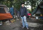 Dono de um terreno particular nos EUA luta para manter os sem-teto em sua propriedade (Foto: Maddie McGarvey/The New York Times)