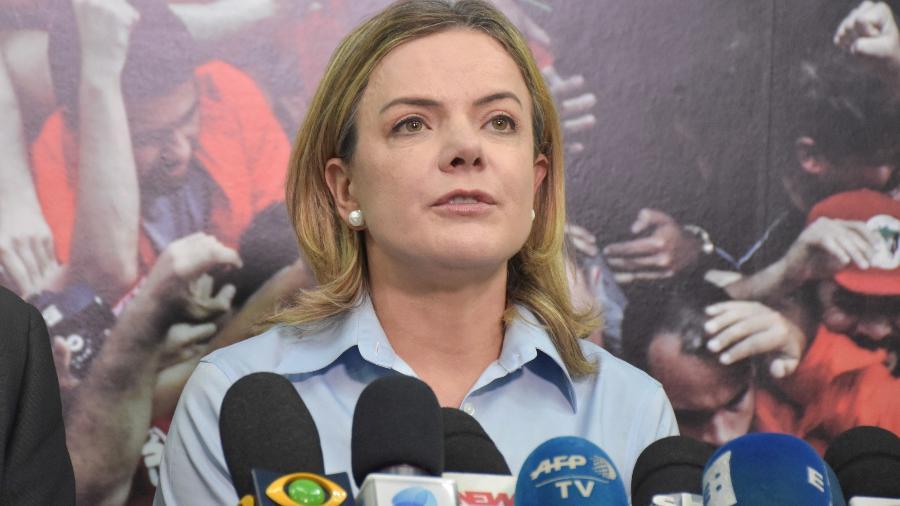 A presidente nacional do PT, Gleisi Hoffmann, fala à imprensa após reunião da Executiva Nacional do partido, em São Paulo - Roberto Casimiro/Fotoarena/Estadão Conteúdo