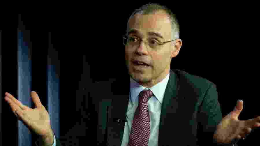 25.out.2019 - O ministro chefe da AGU (Advocacia Geral da União), André Mendonça, durante entrevista no estúdio Folha/UOL, em Brasília.  - Kleyton Amorim/UOL