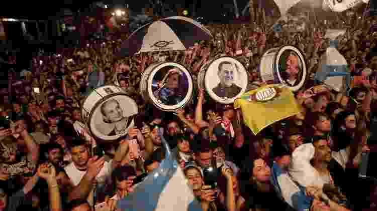Peronistas comemoram a vitória de Alberto Fernández e Cristina Kirchner: chapa venceu no primeiro turno - Ricardo Moraes/Reuters