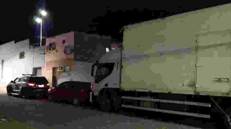 Ladrões de carga mantêm caminhoneiro refém por 1 mês após roubo no PE - Divulgação/PRF-PE